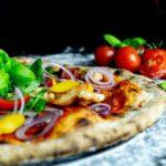 Pizza Chicken mit Paprika und Zwiebeln, Pizzeria Restaurant