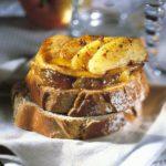 Tartine foie gras confiture oignons réduit
