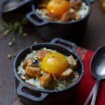 Œuf cocotte au poulet et roquefort